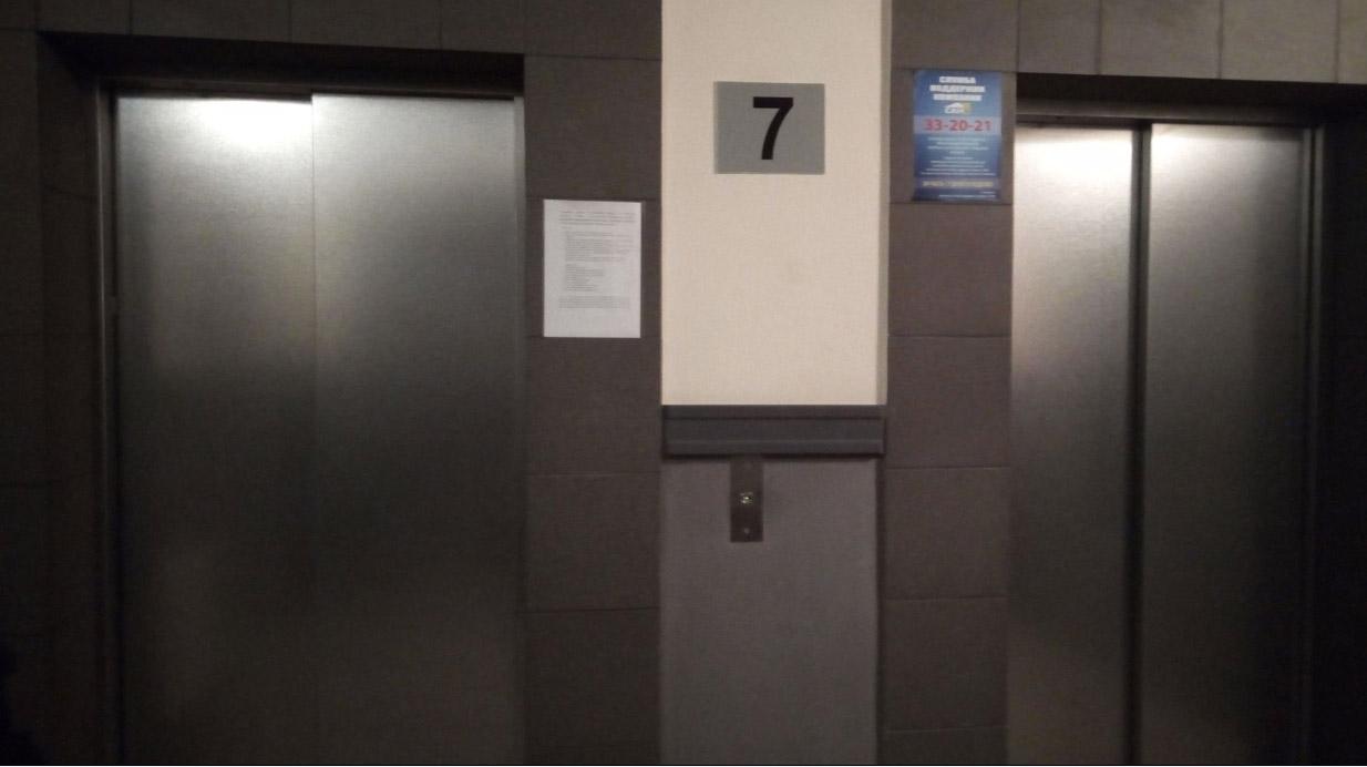 Лифтов в высотке три. Фото: Татьяна Смирнова