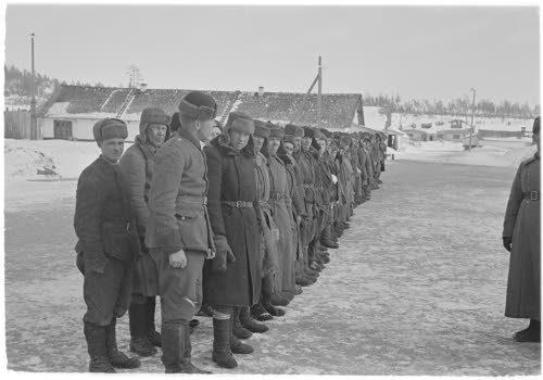 Медвежьегорск.1942 г. Военнопленные на построении перед отправкой на работу